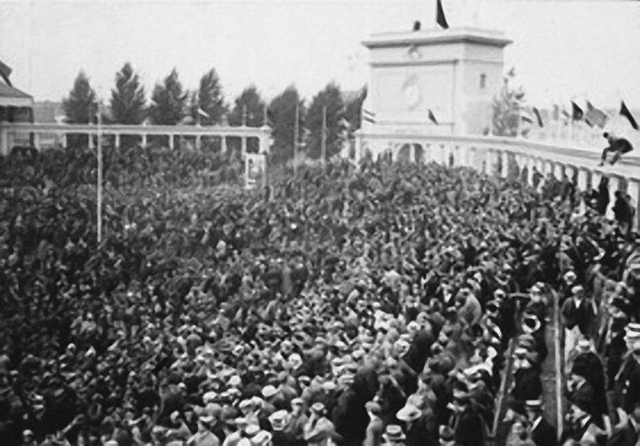 Een volgelopen Olympisch Stadion in 1920