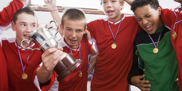 Sporters trots op hun overwinning