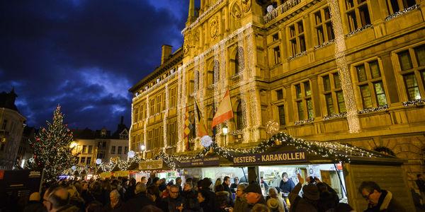 De kerstkraampjes op de Grote Markt