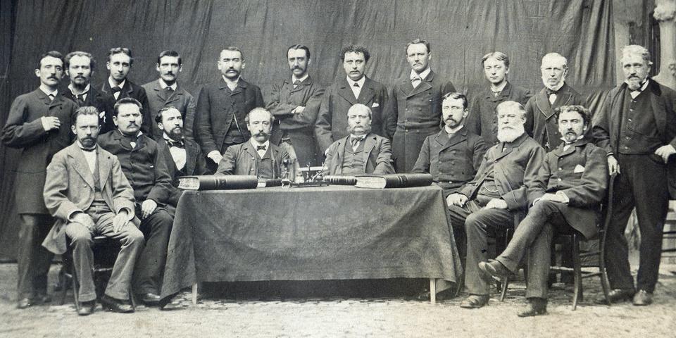 Het voltallige Centrale bestuur van de burgerlijke godshuizen anno 1890.