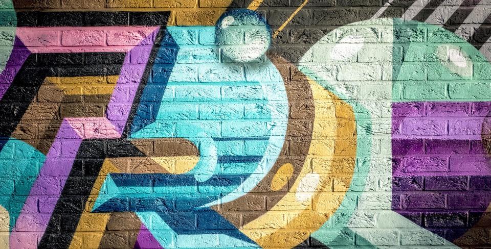 Graffitischildering op een baksteen muur