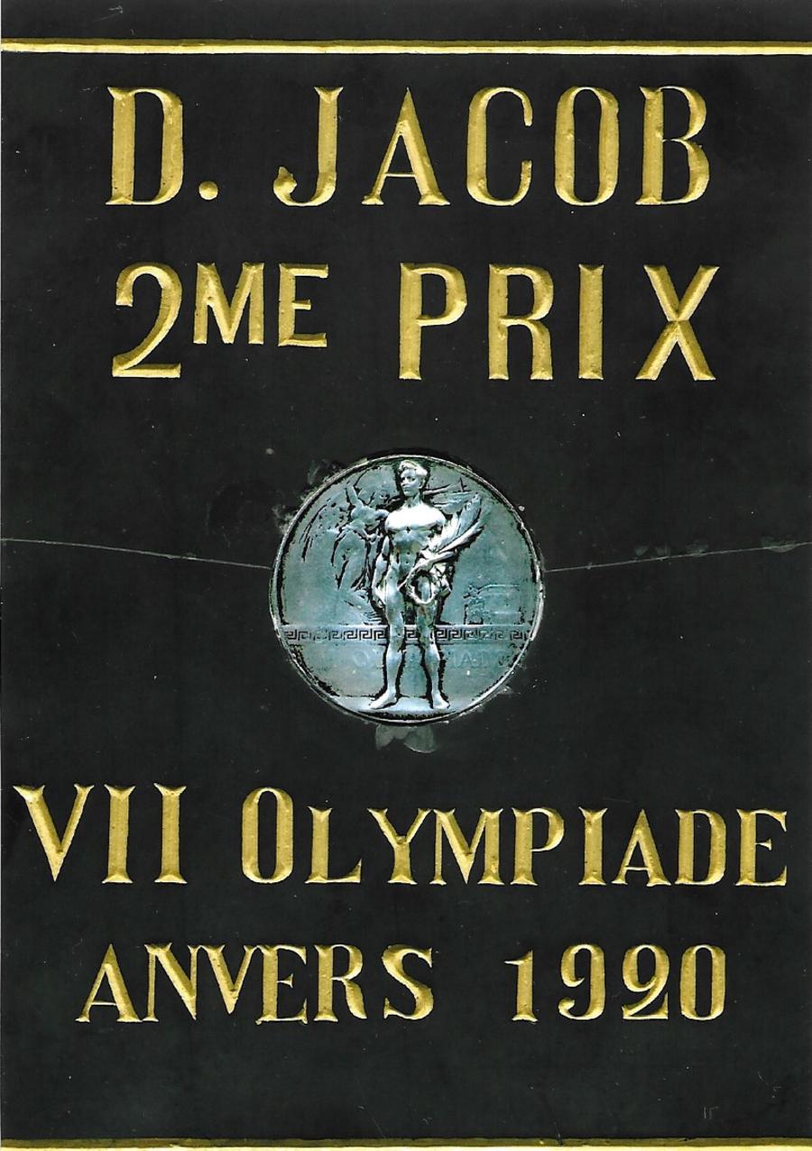 De zilveren medaille van Domien Jacob in steen ingekaderd.