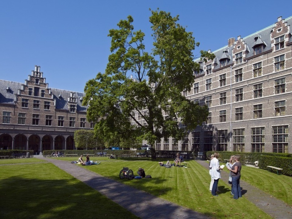 Studenten in het Hof van Liere in Antwerpen