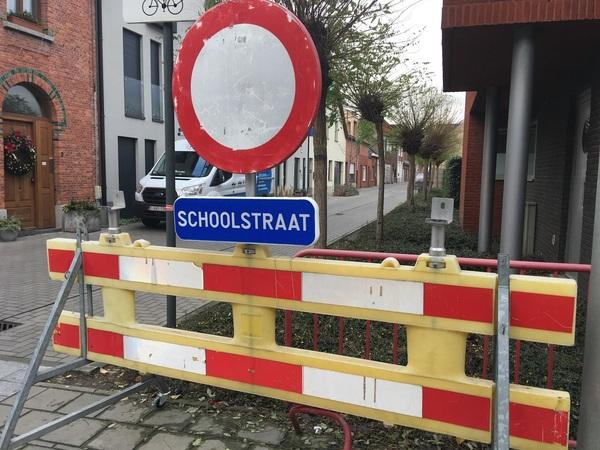 Versperring voor een schoolstraat