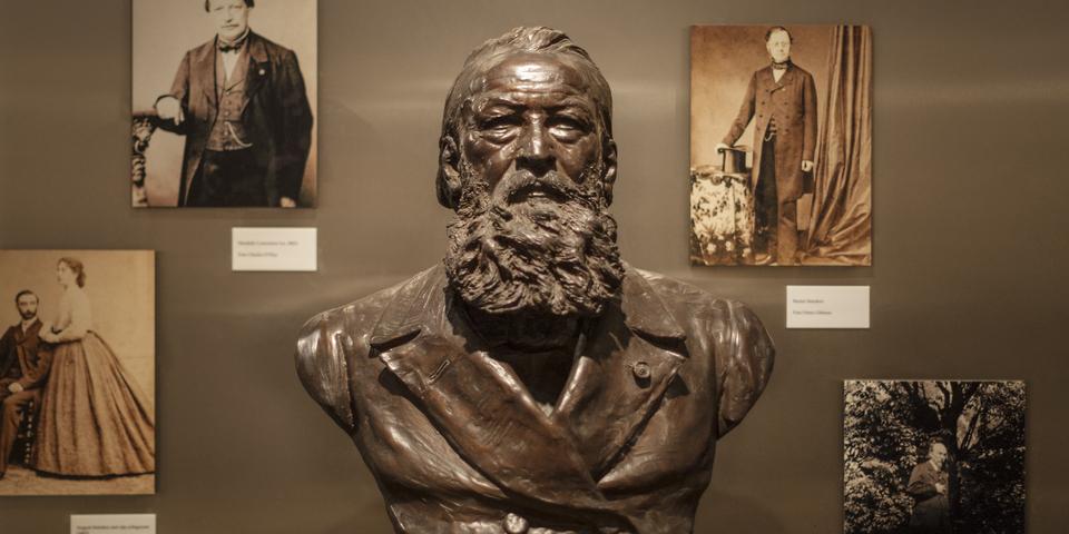 Borstbeeld van Hendrik Conscience in het Letterenhuis