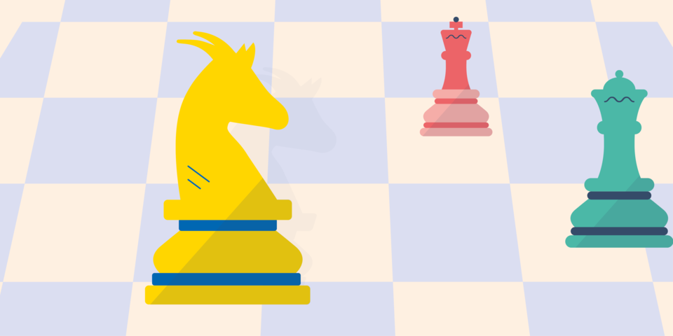 Schaakstukken, waaronder één geel-blauw stuk met geitekop, op een schaakbordachtergrond
