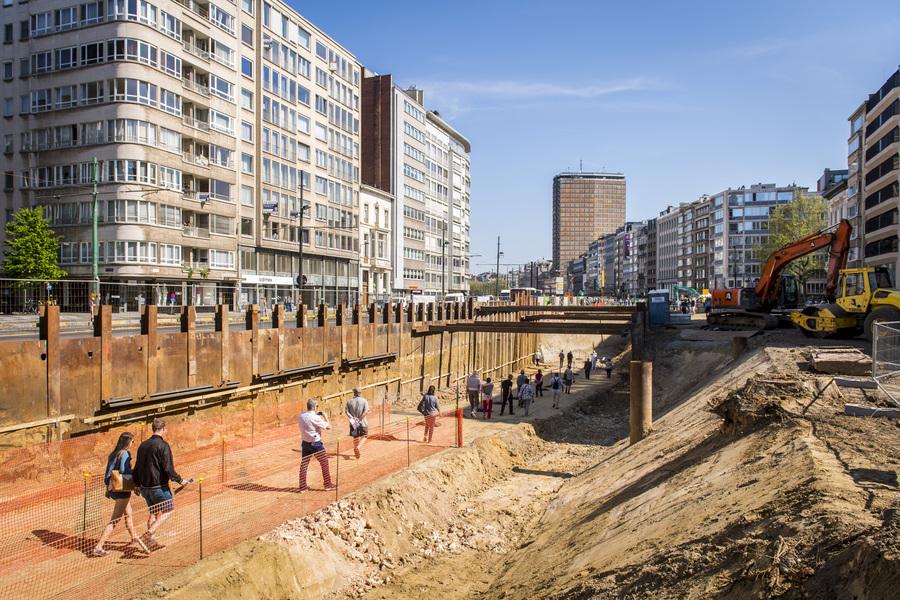 De Spaanse omwalling werd tot 7 meter onder het straatniveau uitgegraven