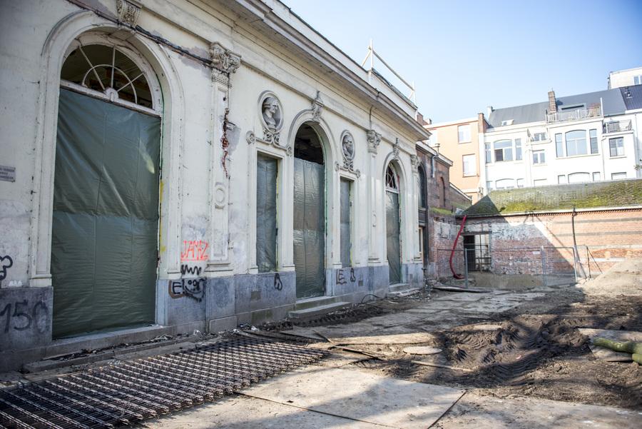 Buitenzijde van zaal Harmonie wordt klaargemaakt voor restauratie