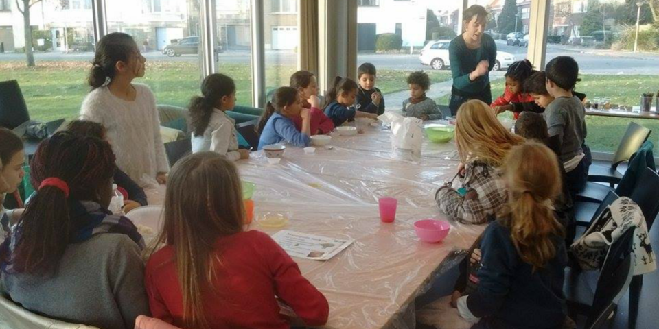 Een activiteit in de zaal van Jeugd- en Ontmoetingscentrum Rozemaai.