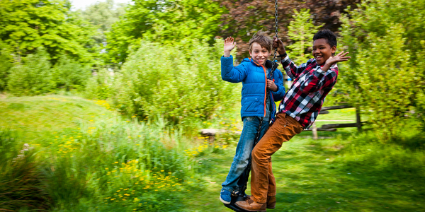 Teun en Malaken op de kabelbaan