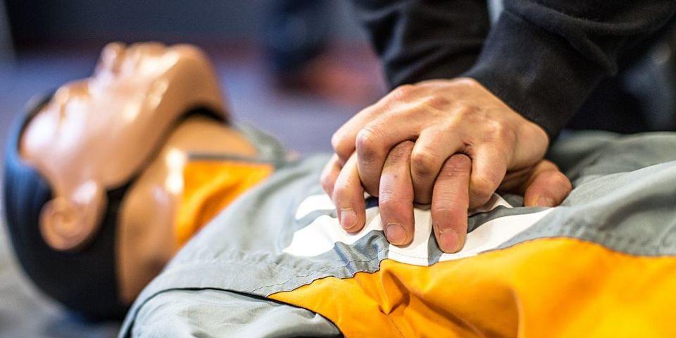 Gratis cursus reanimeren en werken met een AED-toestel voor sportverenigingen