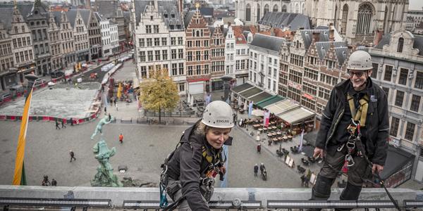 monumentenwacht inspecteert het dak van het stadhuis van Antwerpen