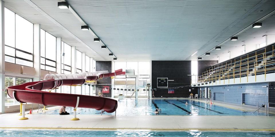 Overzichtsfoto groot bad + glijbaan zwembad Arena