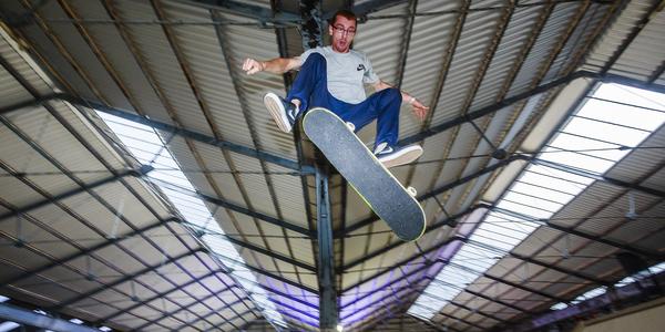 Skateboarden op de Jordaenskaai