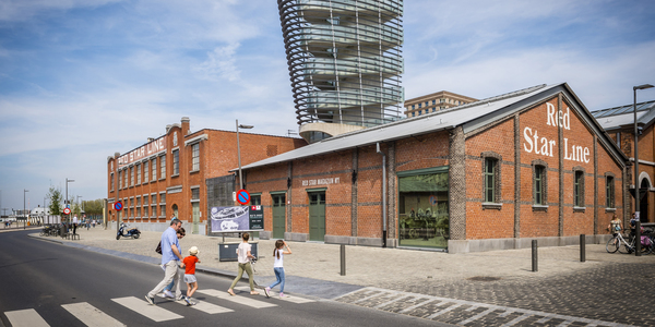 Familie wandelt naar het Red Star Line Museum