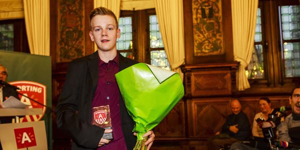 Een mooie gouden medaille in het tafeltennis voor Laurens Devos bij zijn eerste deelname aan de Paralympics.