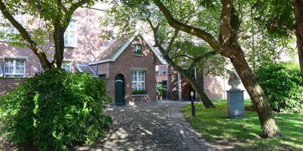 Het Begijnhof is een van de 34 stille stukjes stad.