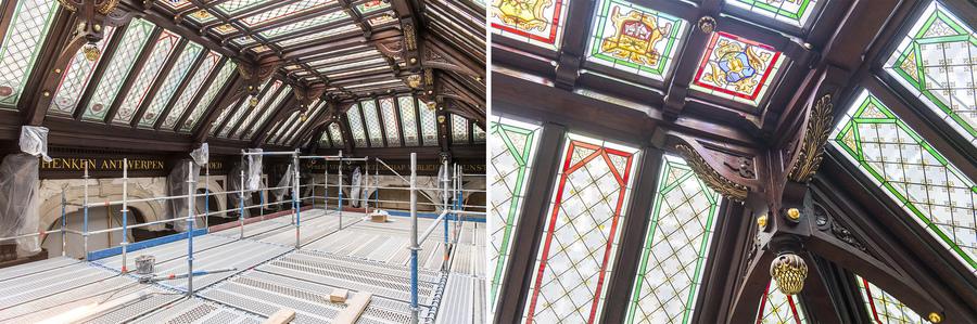 het houten schrijnwerk en de glas-in-loodramen van de koepel