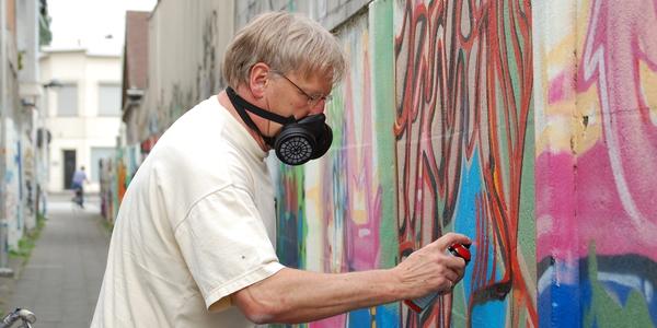 Senioren maken graffitikunstwerk