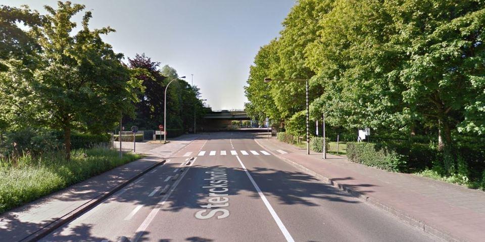 Sterckshoflei, t.h.v. het zebrapad aan parking zuid Rivierenhof (vlak aan brug E313)