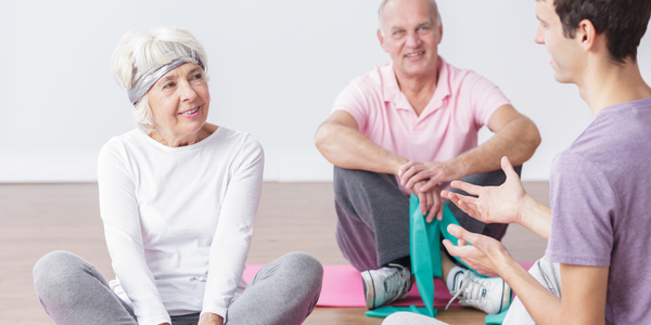 Senioren doen samen aan sport