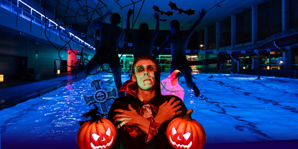 Campagnebeeld van Halloweenzwemmen met graaf Dracula voor 3 kinderen die in het zwembad springen