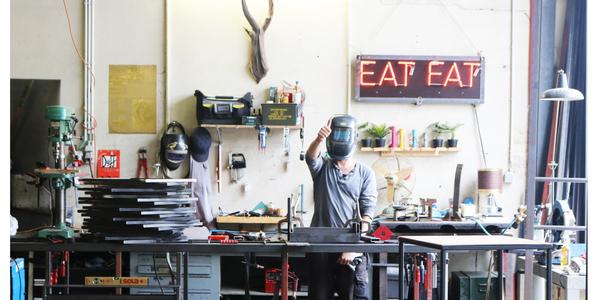 Artiest in atelier