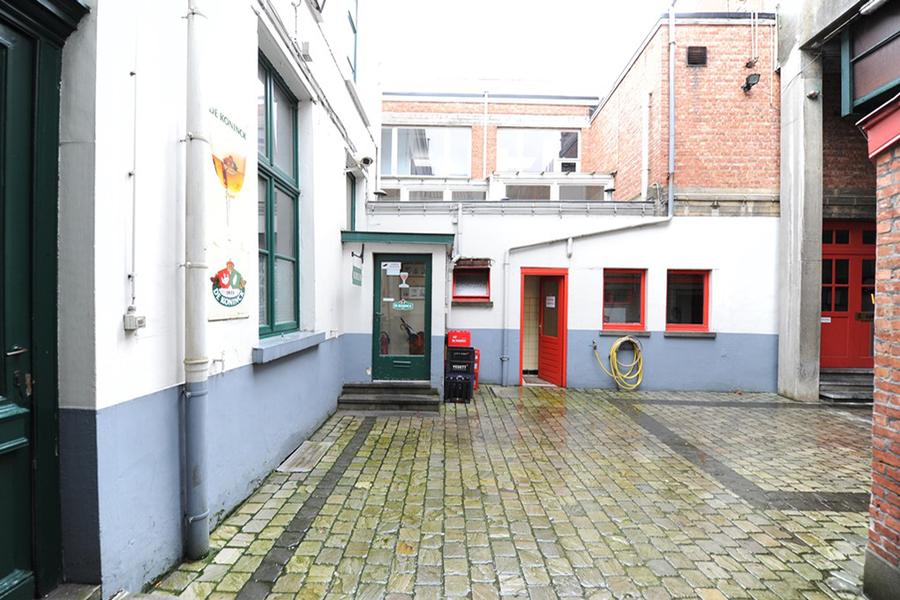 Binnenstraat voor de renovatie.