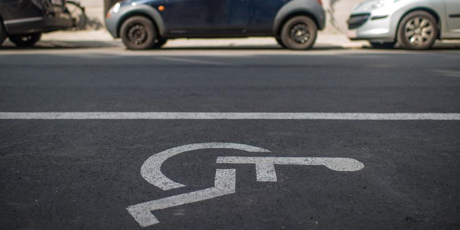 Parkeerplaats voor personen met een handicap