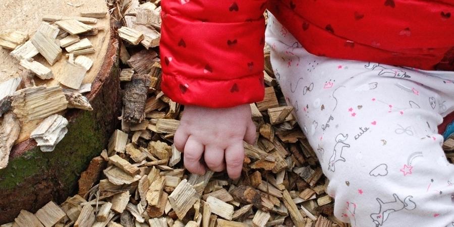 Aan houtsnippers voelen