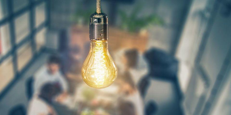 Een brandende lamp