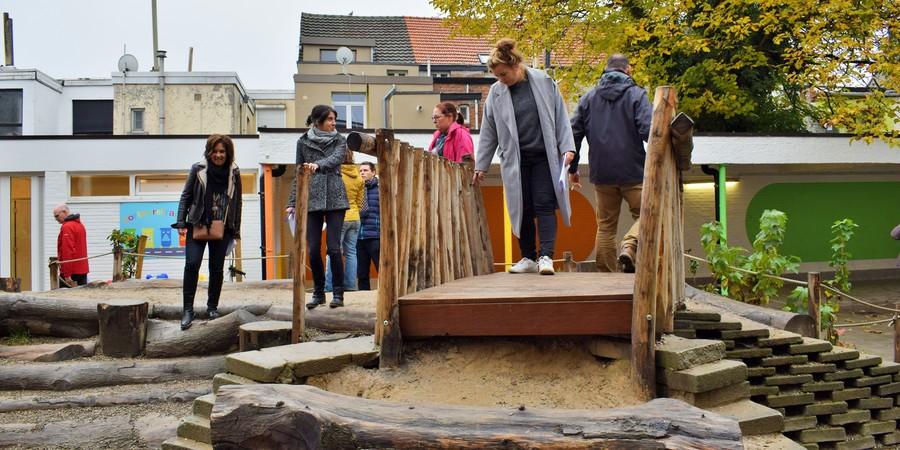 Leerkrachten schatten risico's in op een groene speelplaats