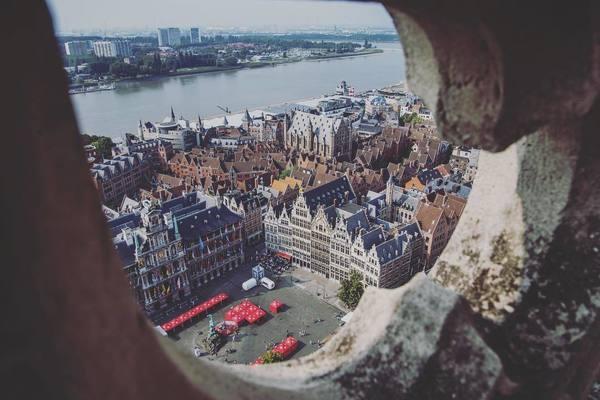 zicht op Grote Markt vanaf de Kathedraaltoren