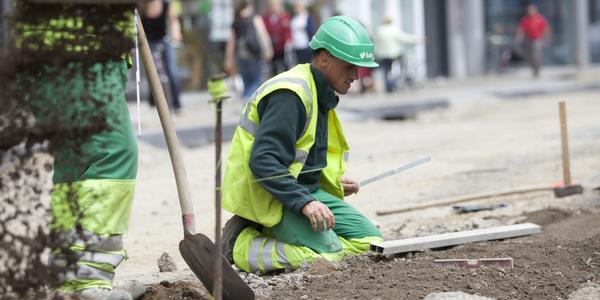 Werkmannen tijdens wegenwerken