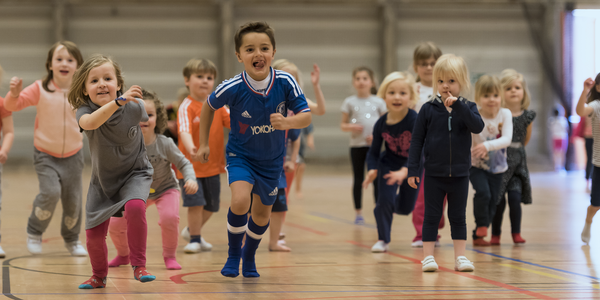 Kinderen tijdens de Olympische Kleuterspelen in het aanbod van de Antwerpse Sportweken