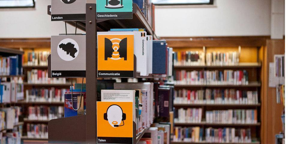 Boekenrekken in de bib