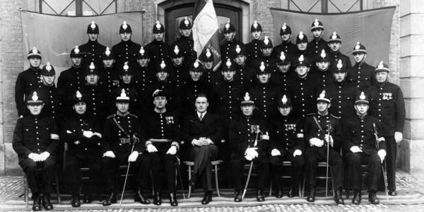 Oude zwart/wit foto Deurns politiekorps