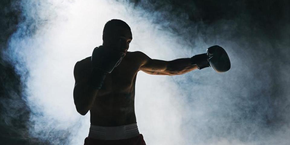 Bokser tijdens boksgala in de Roma