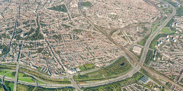 Luchtfoto met zicht op de Ring en de binnenstad