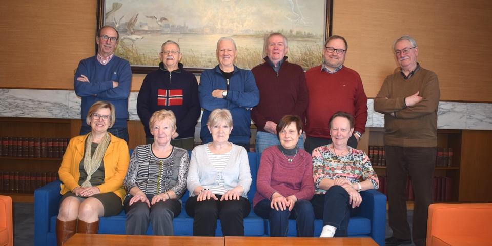 De Merksemse adviesraad voor senioren in de collegezaal van het districtshuis