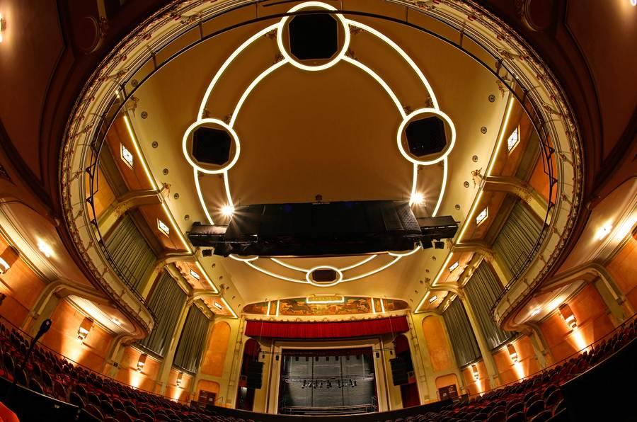 Het plafond werd geschilderd en voorzien van 1.400 nieuwe led-lampjes.