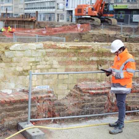 Werftoezichter aan de archeologische opgravingen op de Frankrijklei