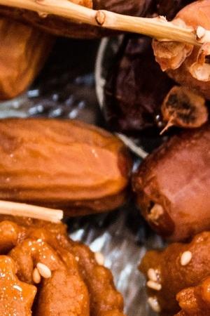 iftar: dadels en gebak