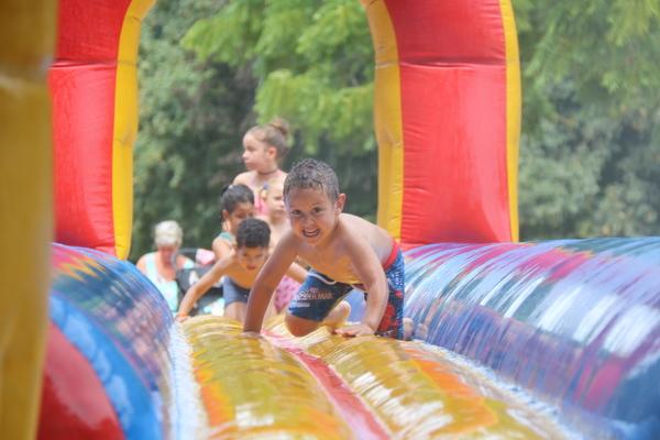 Spelende kinderen op Boelaarbeach