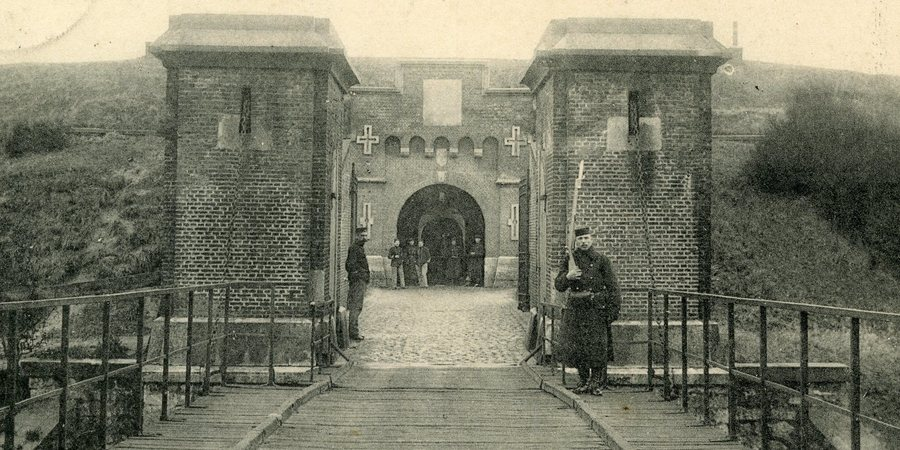 Oude foto van Fort 8