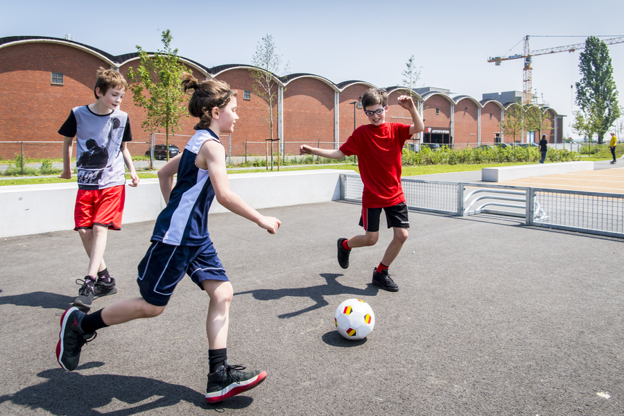 In het Regatta urban sports park kan je ook aan panna en voetvolley doen.