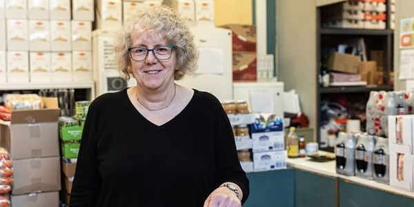 Ingrid Geldhof in haar winkeltje