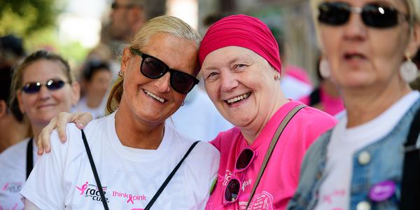Deelnemers aan de looptocht van de Race for the Cure 2016