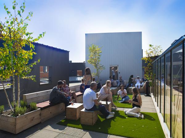 Foto van het dak met Turrell's Skyspace