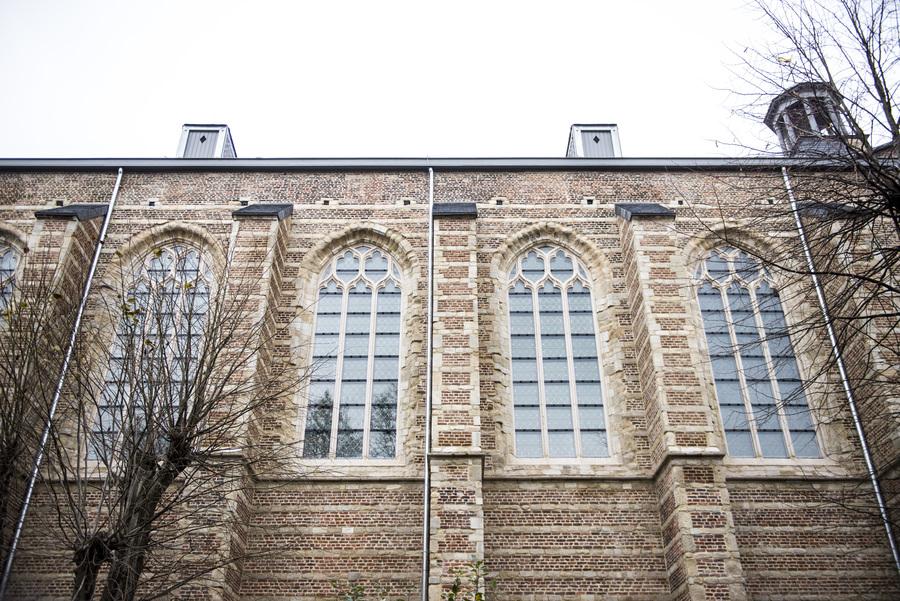 Gerestaureerde gevel van de kerk Brabantse Olijfberg